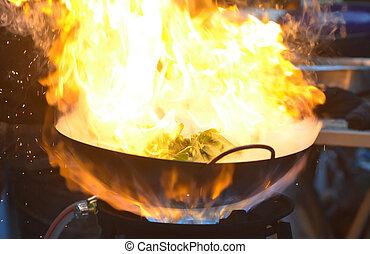 abrasador, llama, encima, el, cacerola, cuándo, chef, cocina, un, bata frito, pantano, cabbage/water, espinaca