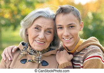 abrazar, abuela, nieto