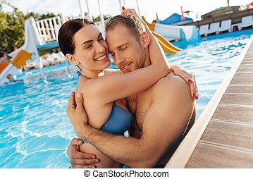 abrazar, el suyo, hombre, novia, piscina, amoroso