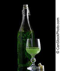 absinthe, con, azúcar, botella, y, vidrio, aislado, en, negro