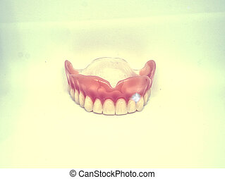 Abstract. Dental prosthesis. Artificial teeth.