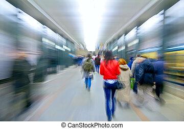 abstract, rood, vrouw, in, het zoemen, mensen, op, metro...