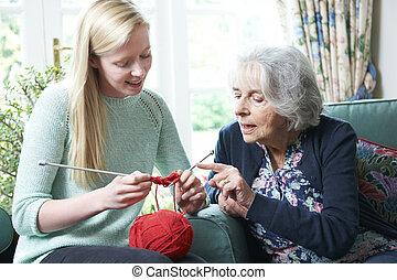 abuela, cómo, actuación, nieta, tejer