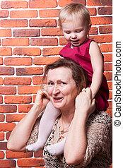 abuela, con, ella, hija grande