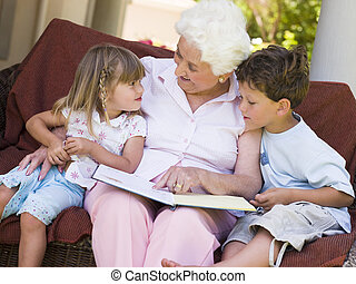 abuela, lectura, nietos