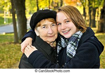 abuela, nieta, abrazar