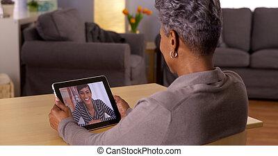 abuelita, vídeo, tableta, charlar, africano