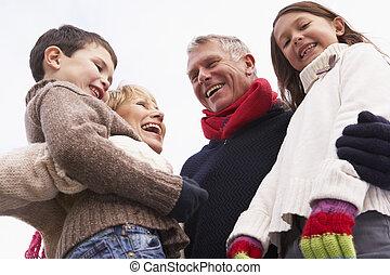 abuelos, abrazar, nietos, su