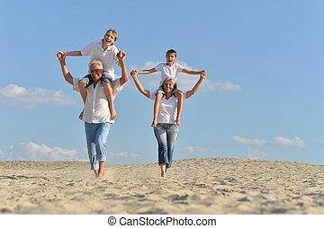 abuelos, arena, niños, sentado