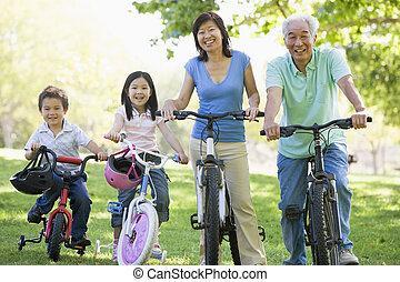 abuelos, bicicleta, nietos, equitación