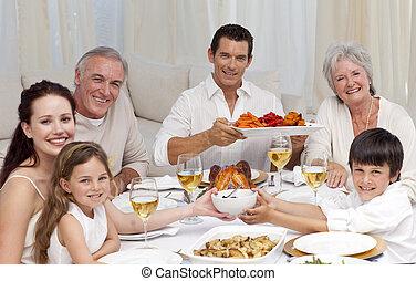 abuelos, padres, y, niños, teniendo, un, cena de familia