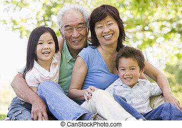 abuelos, reír, con, grandchildren.