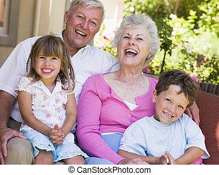 abuelos, reír, nietos