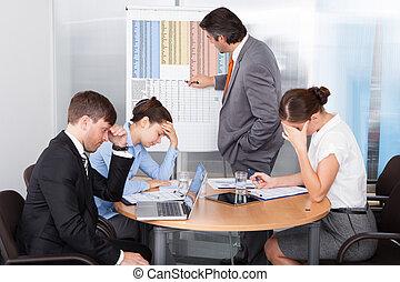 aburrido, compañeros de trabajo, obteniendo
