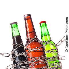 abuso de alcohol, concepto, -, cerveza, cerrar con llave, en una cadena