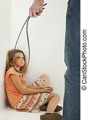 abuso niño, con, padre, y, llanto, magullado, hija