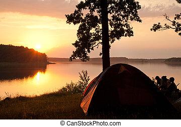 acampamento, por, a, lago
