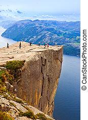 acantilado, preikestolen, en, fiordo, lysefjord, -, noruega