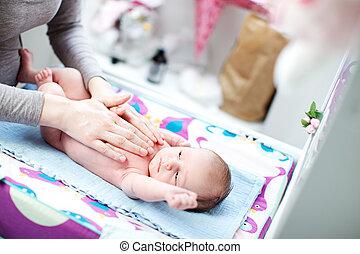 acariciado, cama, nacido, madre, bebé, nuevo, acostado