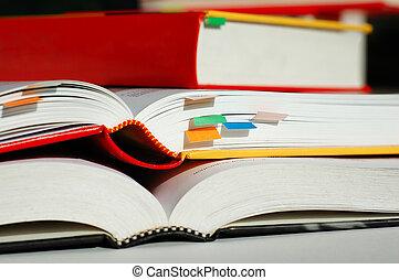 accatastato, libri