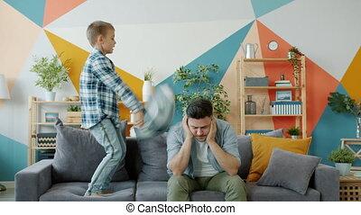 accentué, battement, enfant, papa, lui, mal tête, quoique, ...