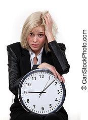 accentué, blonds, femme, à, horloge