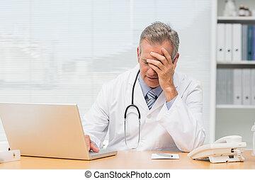 accentué, docteur, séance, à, sien, bureau