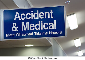 Accident and Medical Centre signe.