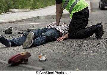 accident voiture, réanimer, victime, homme