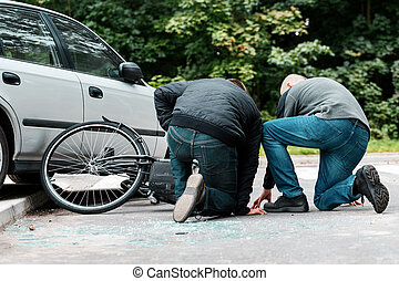 Accident witness helping the cyclist