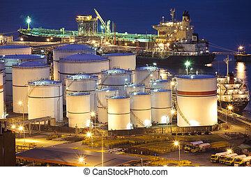 aceite, tanques, escena, por la noche