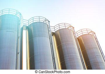 aceite y gas, industrial, refinería, planta, forma, industria, fábrica, engrase almacenamiento, tanque, y, tubería, acero, con, ocaso, y, cielo nublado, plano de fondo, polonia