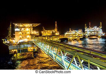 aceite y gas, plataforma, en, el golfo, o, el, mar, el mundo, energía, petróleo cercano costa, y, aparejo, construction.
