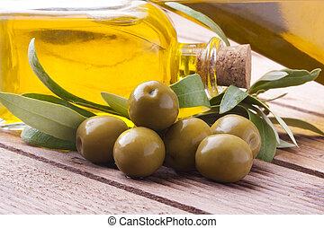 aceitunas, aceite, hojas verdes