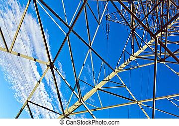 acero, torre metálica de electricidad, en, brillante azul, cielo