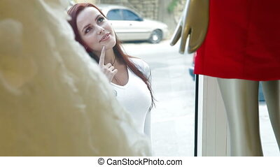 achat fenêtre, femme