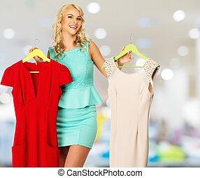 achats femme, blonds, centre commercial, choisir, sourire, vêtements