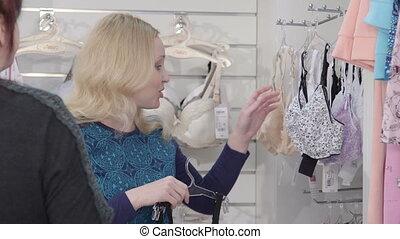 achats femme, grossesse, maternité, magasin bébé, vêtements