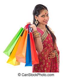 achats femme, indien, heureux