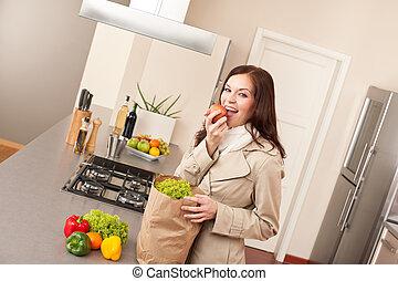 achats femme, jeune, sac, cuisine, déballage