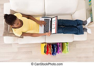 achats femme, ligne, carte, débit