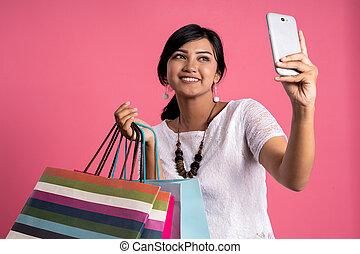 achats femme, prendre, asiatique, selfie, heureux