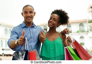 achats, pouce, couple, haut, américain, africaine, portrait, sourire
