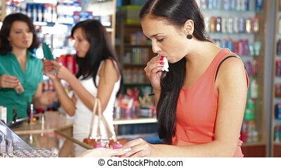 achats, produits de beauté, femmes