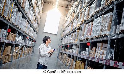 achats, vérification, liste, asiatique, entrepôt, homme