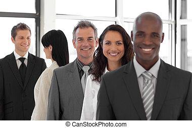 achtergrond, zakelijk, het kijken, groep, het glimlachen, fototoestel man