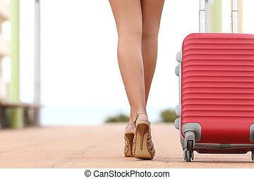 achtermening, van, een, reiziger, vrouw, benen, wandelende, met, een, koffer