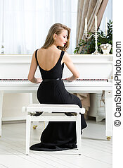 achtermening, van, vrouwlijk, musicus, zittende , en, spelende piano