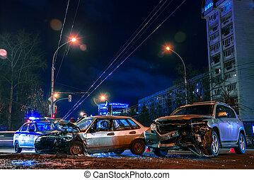 acidente, carros, ligado, estrada cidade, à noite