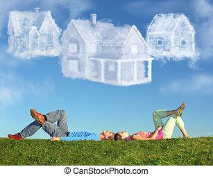 acostado, pareja, en, pasto o césped, y, sueño, tres, nube, casas, collage